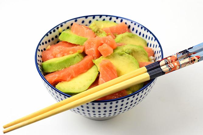 Chirashi au saumon et à l'avocat sans gluten