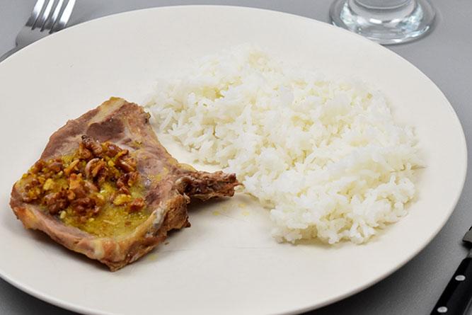 Côte de porc aux noix et riz sans gluten