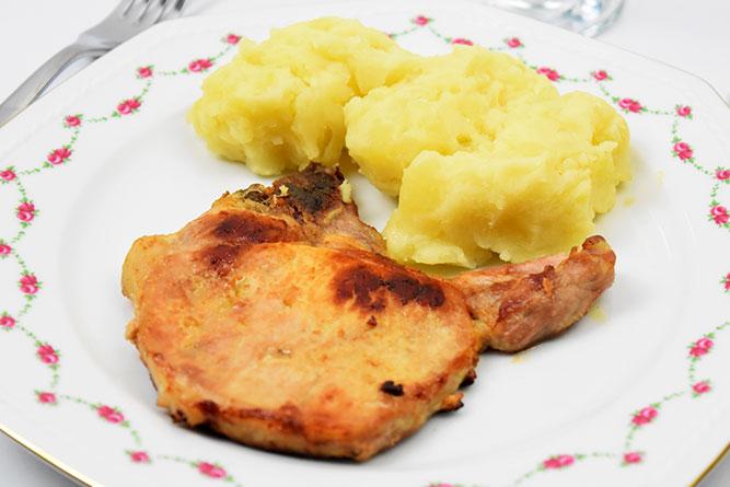 Côte de porc, écrasée de pommes de terre sans gluten