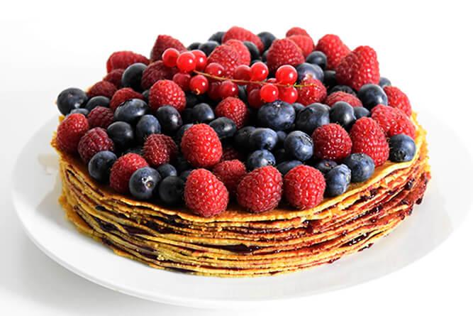 Gâteau de crêpes aux fruits rouges sans gluten