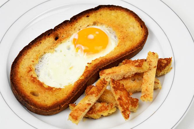 Grande tranche de pain à l'oeuf sans gluten