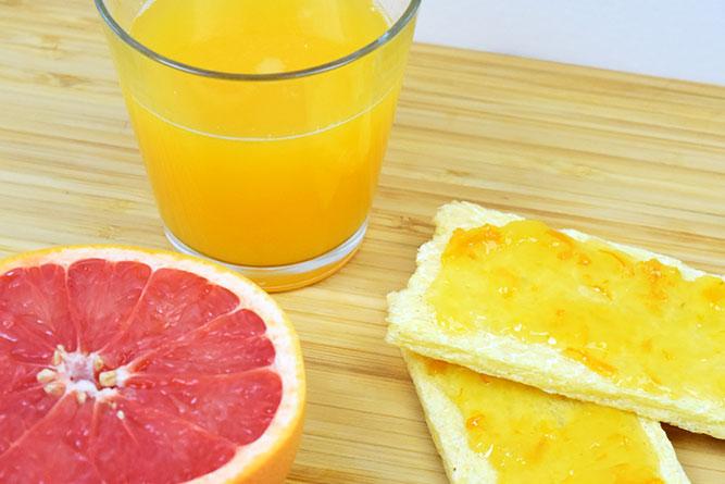 Petit-déjeuner aux agrumes sans gluten