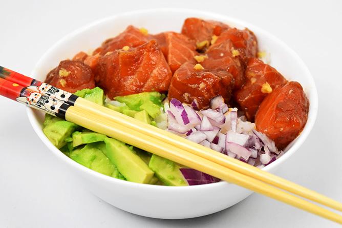 Poke bowl au saumon et gingembre sans gluten
