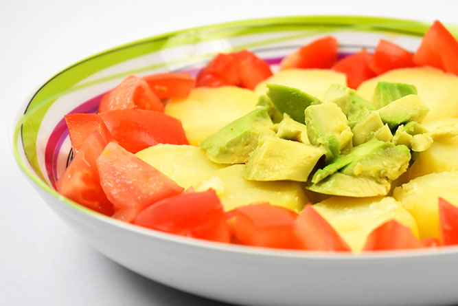 Salade avocats, tomates et pommes de terre sans gluten