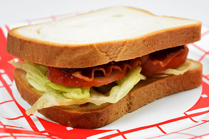 Sandwich bacon crudités sans gluten